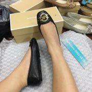 Giày Michael Kors Đen khóa vàng